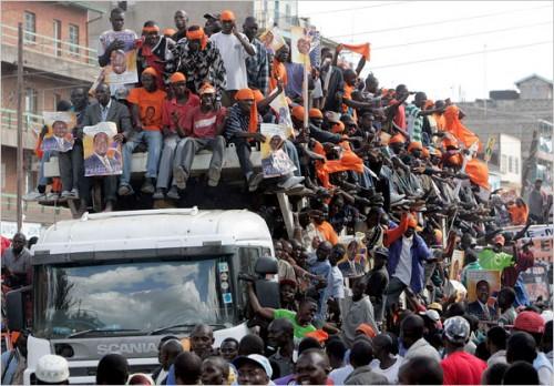 34.Nairobi,Kenia.Overloaded truck.....jpg