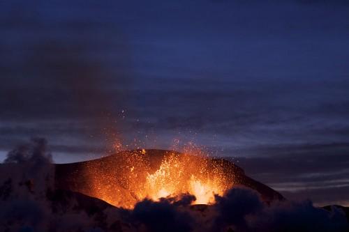11.Island.Eruzione vulcano 2010.jpg
